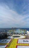 Öl- und Gasförderplattform vom Mannschaftsboot Lizenzfreies Stockbild