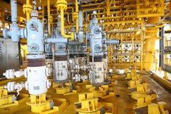 Öl- und Gasproduktionsschlitz in der Plattform, in der wohlen Hauptsteuerung auf Öl und in der Anlagenindustrie Lizenzfreie Stockfotos