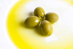 Öl und Olive lizenzfreie stockfotografie