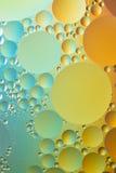 Öl- und Wasserzusammenfassung im Blau, im Gelb und im Gold Lizenzfreie Stockfotos