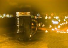 Ölet är en mörk oskarp bakgrund arkivfoto