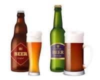 Ölexponeringsglasflaskor Kopp och skyttlar för alkoholdryckhantverkljus - brunt nytt kallt öl med skumfärgstänk realistiskt vektor illustrationer