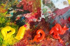 Ölfarben auf Palette entziehen Sie Hintergrund Bunte Beschaffenheit Lizenzfreie Stockbilder