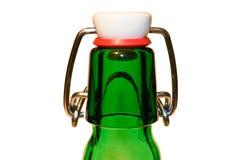 Ölflaska av grönt exponeringsglas Royaltyfria Bilder