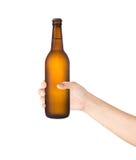 Ölflaska i handen som isoleras på vit bakgrund Fotografering för Bildbyråer