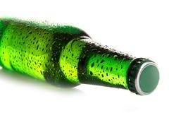 Ölflaska med droppar Royaltyfri Foto