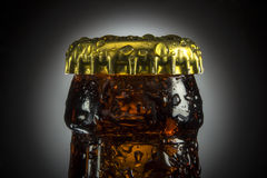 Ölflaska med vattensmå droppar Royaltyfria Bilder