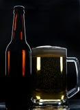 Ölflaska och exponeringsglas Arkivfoto