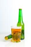 Ölflaska och exponeringsglas Royaltyfri Fotografi