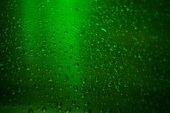 ölflaskan tappar texturvatten Selektivt fokusera Arkivbild