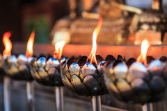 Öllampe der Gebete am Tempel Lizenzfreie Stockfotos