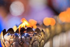 Öllampen der Gebete am Tempel Stockfoto