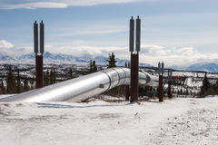Ölpipeline in der Wildnis Lizenzfreie Stockfotos