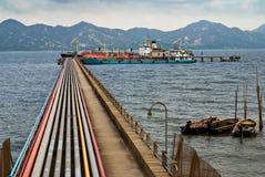 Ölpipeline und Tanker Stockbilder