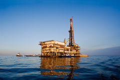 Ölplattform - horizontal Lizenzfreie Stockfotos