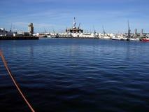 Ölplattform im Kapstadt-Hafen Stockfotos
