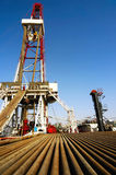 Ölplattform mit Bohrgestänge Stockfoto