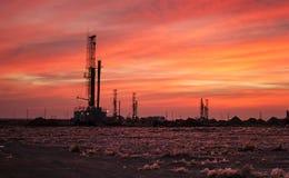 Ölplattformen lizenzfreies stockfoto