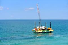 Ölplattformplattform des Gases im Mittelmeer stockbild