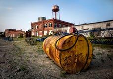 Öltank auf industriellem Standort Stockfotografie