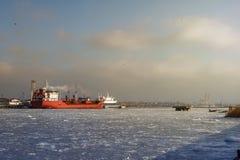 Öltanker im Kanal Stockfotos