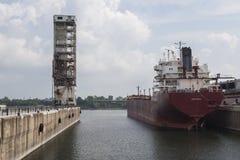 Öltanker in Montreal-Hafen Lizenzfreie Stockfotos