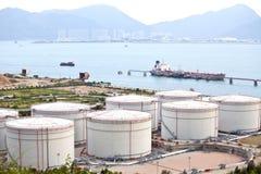 Öltanks am Tag lizenzfreies stockbild