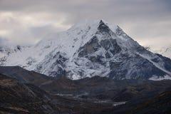 Ömaximum i en morgon, Everest region, Nepal royaltyfri bild