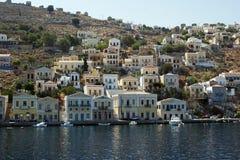 Ön av Simi i Grekland Arkivbild