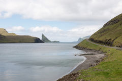 Ön Gasholmur på Faroeen Island Royaltyfria Foton