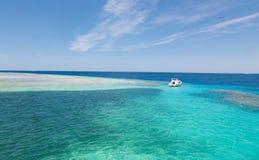 Ön i Röda havet Arkivbild