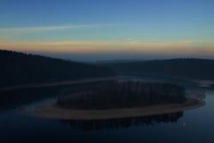 Ön på floden Royaltyfri Fotografi