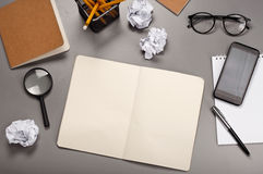 Öppen anteckningsbok med tomma sidor Royaltyfri Bild