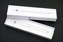 Öppen Apple blyertspennaask med den nya Apple blyertspennan inom Royaltyfria Foton