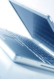 öppen bärbar dator arkivfoton