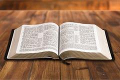 öppen bibel arkivbilder