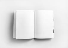 öppen blank bok Arkivbild