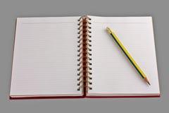 öppen blyertspenna för anteckningsbok Fotografering för Bildbyråer