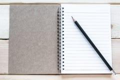 öppen blyertspenna för anteckningsbok Royaltyfria Foton