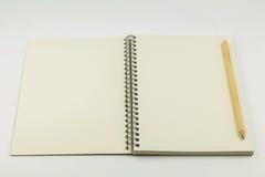öppen blyertspenna för anteckningsbok Arkivbild