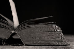 öppen bok royaltyfri bild