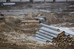 Öppen byggnationplats med för utrustningkonstruktion för tungt maskineri material arkivfoton