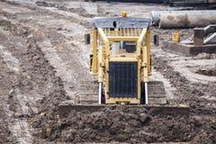 Öppen byggnationplats med för utrustningkonstruktion för tungt maskineri material royaltyfri foto