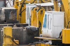 Öppen byggnationplats med för utrustningkonstruktion för tungt maskineri material arkivbilder