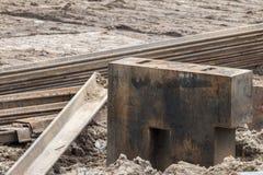 Öppen byggnationplats med för utrustningkonstruktion för tungt maskineri material fotografering för bildbyråer
