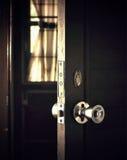 öppen dörr arkivbilder