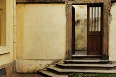 Öppen dörr för tappning Fotografering för Bildbyråer