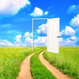 Öppen dörr i fält Royaltyfri Fotografi