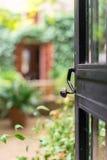 Öppen dörr med trädgården Fotografering för Bildbyråer