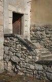Öppen dörr och trappuppgång Arkivbild